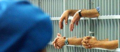 detenuti sbarre cella