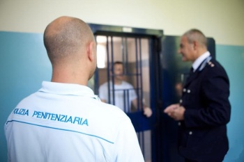 Polizia Penitenziaria cella detenuto
