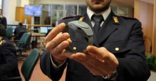 arresti-domiciliari-con-braccialetto-elettronico-820x427