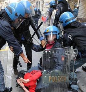 polizia-picchia-studenti